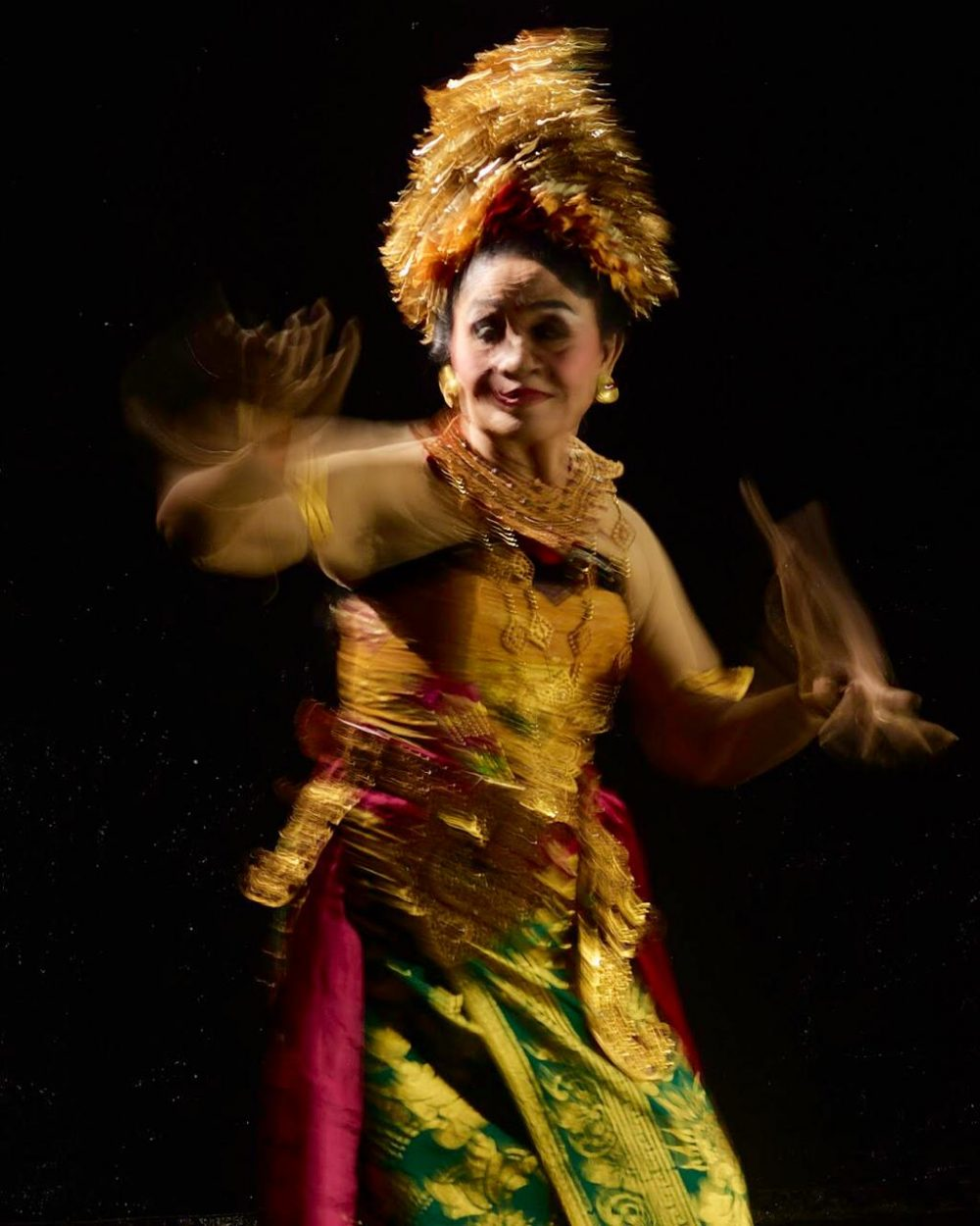 CANDRA METU: A Bali's Dance Legend in the Eyes of a Photographer